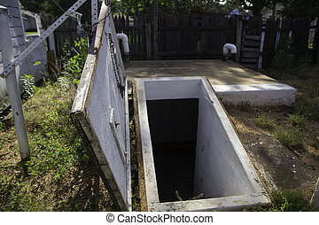 Storm shelter open-door Oklahoma - Storm shelter in...
