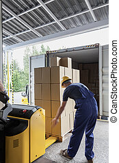 Unloading of articles in the warehouse by a worker
