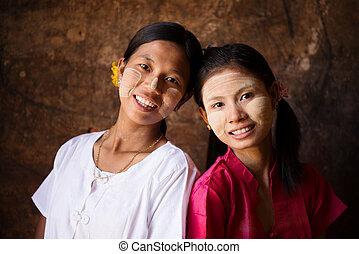 Myanmar girls smiling