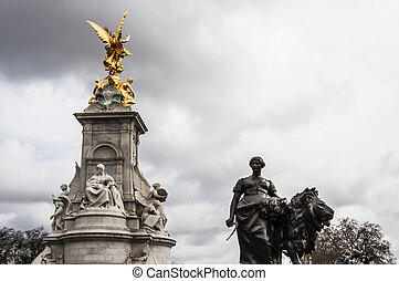 Victoria Memorial - view of Victoria Memorial next to...