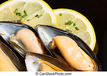 Mussels with lemon - Delicious fresh mussels with lemon and...