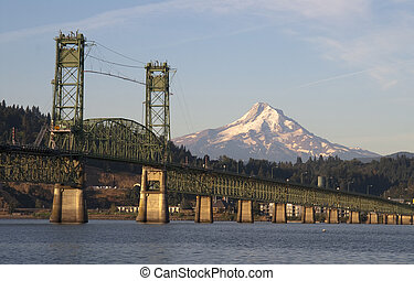 Bridge over Columbia to Hood River Oregon Cascade Mountian -...