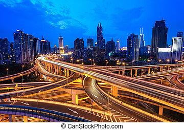 tráfico, por, moderno, ciudad
