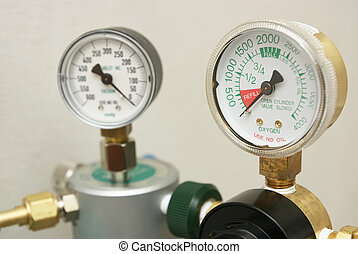 Oxygen gages regulator - Oxygen in tank exhausted and...