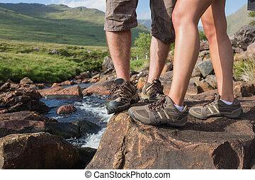 parejas, Pies, posición, borde, río