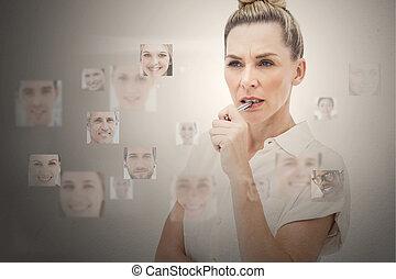 popa, mujer de negocios, rodeado, digital, interfaz