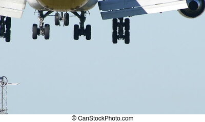 HD - Passenger aircraft landing
