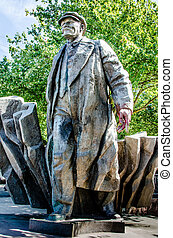 Lenin statue in Fremont, Washington - The 16 foot 5 m bronze...
