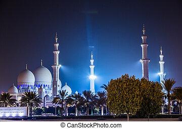 Sheikh Zayed Mosque at night. Abu Dhabi, United Arab...