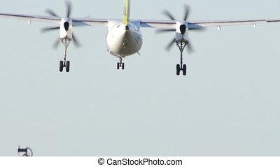 Turboprop aircraft landing