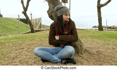Woman feeling cold in the winter - Cute young woman feeling...