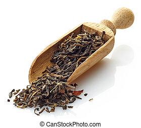 wooden scoop with green tea Osmantus