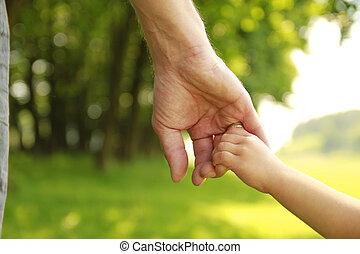 pai, segura, mão, pequeno, criança