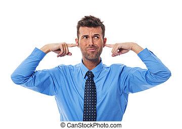 dégoût, Business, homme, doigts, oreilles
