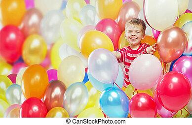 Menino, balões, rir, tocando