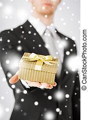 hombre, Dar, regalo, caja