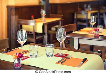 Empty glasses in restaurant - Street view of a Cafe terrace...