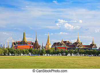 Wat phra kaew, Grand palace, Bangkok, Thailand (view from...