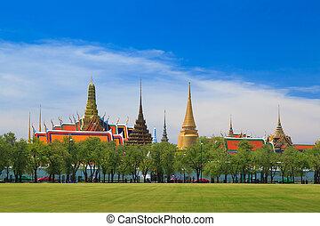 Wat phra kaew, Grand palace, Bangkok, Thailand (view from...