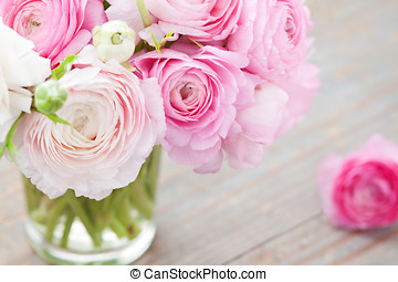 Ranunculus in vase - White and pink ranunculus (buttercup)...