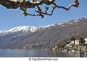 Village on an alpine lake - Village on the lakefront and...