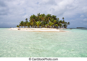 Crystal clear water at perfect caribbean island. San Blas,...
