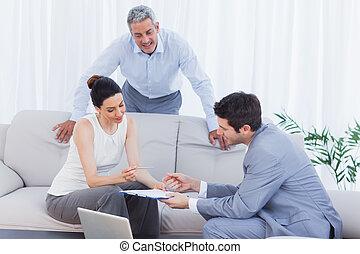 vendedor, Oratoria, clientes, sofá