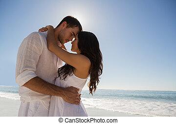 Romantique, couple, embrasser