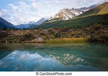 Banff National Park - Mountains near Ink Pots
