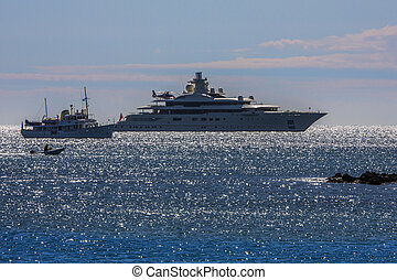 Luxury Yachts - Mediterranean - French Riviera - Luxury...