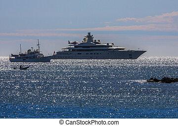 Luxury Yachts - Mediterranean - French Riviera - Luxury...