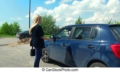 Blonde gets in the car