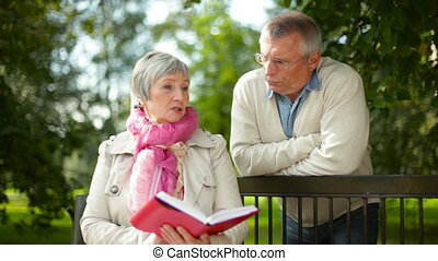 Book plot - Senior lady retelling the plot of the book to...