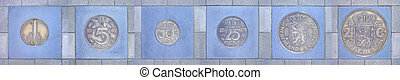 Colleciont of former Dutch coins in a row - Collection of...