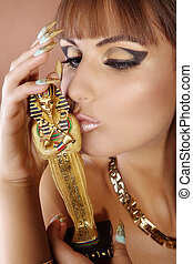 Beauty in Cleopatra style kissing statue