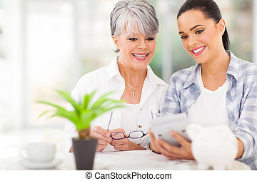 filha, ajudando, meio, envelhecido, mãe, calcular,...