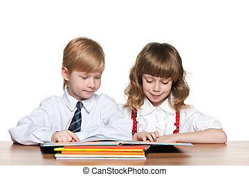 Children are reading at the desk