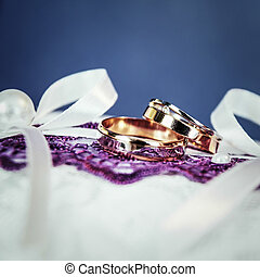 Pair of gold wedding rings with diamond - Beautiful golden...