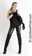 posición, mujer, Llevando, negro, ropa, bolso