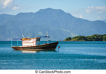 Postal perfect Bay - Beautiful views of a boat and the...