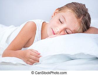 girl sleeping in white bed - little girl sleeping in white...