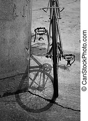 Red bicycle from behind (black and white) - Red bicycle in...