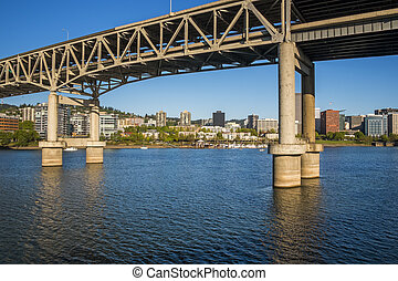 Portland Marquam Bridge - Marquam Bridge, Willamette River...