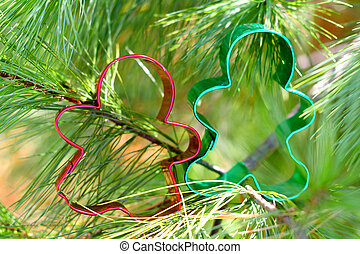 Gingerbread Man and Woman in Pine Tree
