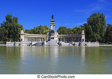 """Monument to Alfonso XII in the Parque del Buen Retiro """"Park..."""