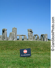 Stonehenge - no admittance - Stonehenge no admitance sign in...