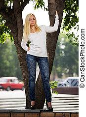 寬大的短外套, 城市, 婦女, 街道, 白膚金發碧眼的人, 白色
