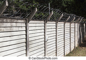 Precast Concrete Wall with Razor Sharp Barbed Security Wire...
