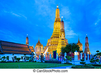 Wat Arun in Bangkok at night