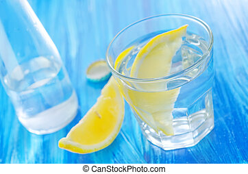 água, limão